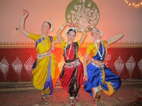 Индийские классические танцы в стиле одисси. Классические танцы мы исполняем только на официальных мероприятиях - выставках, презентациях, концертах и т.п.
