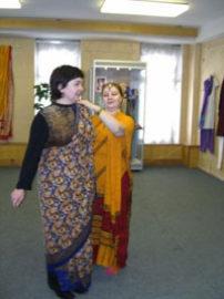 Как одевают сари